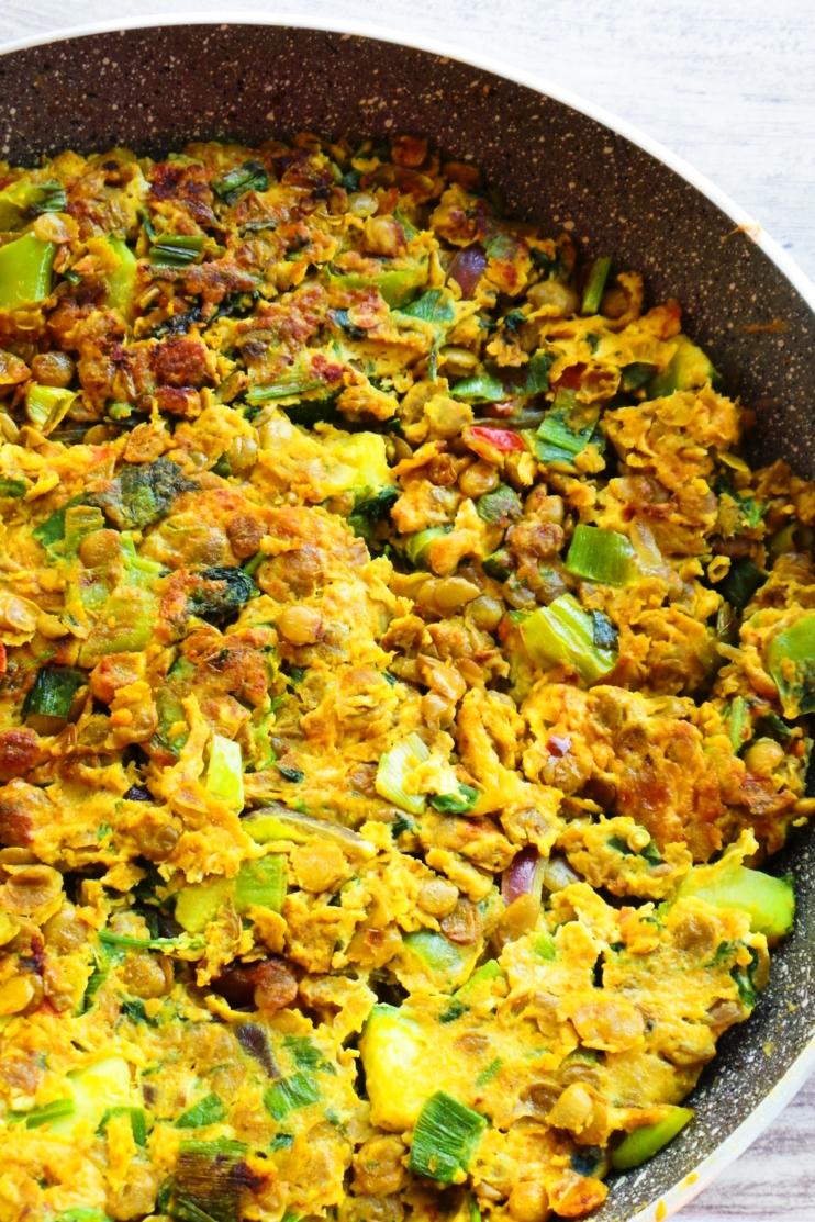 Omelet with Spicy Turmeric Lentils aka Tortilla Ibelina