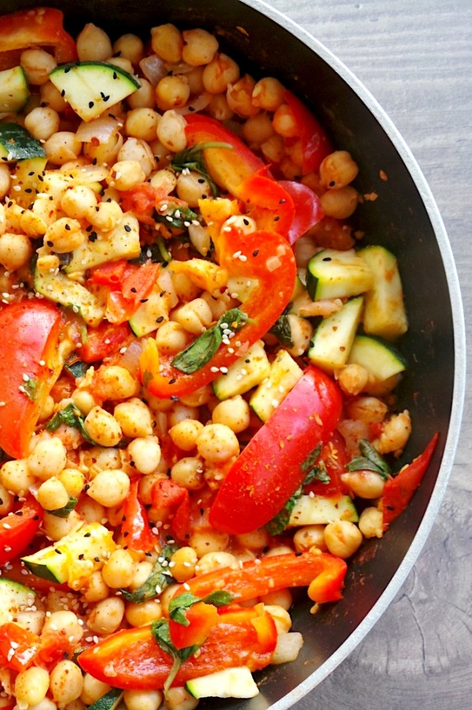 15-Minute Mediterranean Chickpea Skillet! An easy and healthy Mediterranean diet recipe! This healthy chickpea recipe is vegan, gluten-free and dairy free and perfect for a quick dinner or lunch!