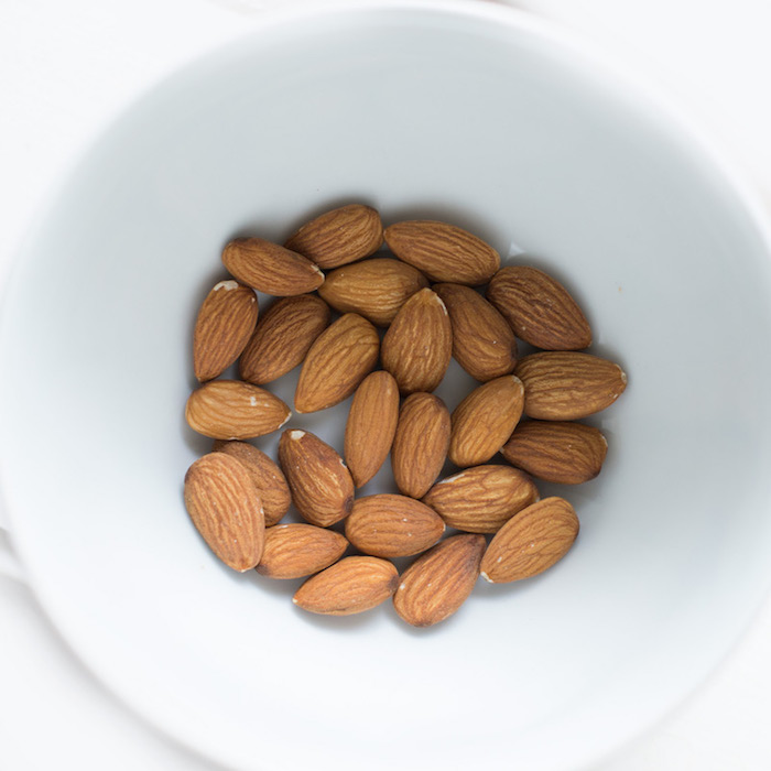 anti-inflammatory food - almonds