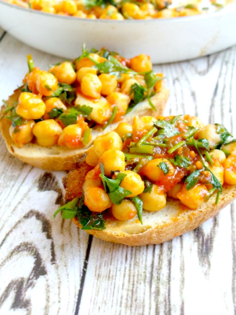 Made this delicious and healthy snack in just 5 minutes! This chickpea bruschetta is an easy vegan snack that you can also have with a salad for dinner! #healthysnack