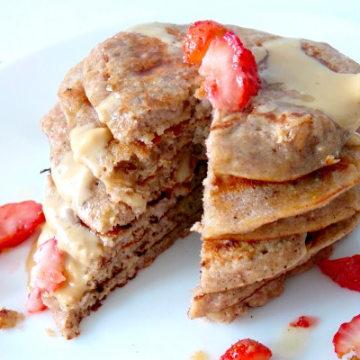 Easy Healthy Strawberry & Banana Oatmeal Pancakes For One (….Sick Person)