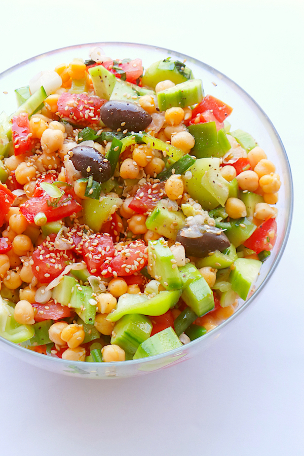 Tomato chickpea salad - great healthy salad recipe that is perfect for summer! This vegan and gluten-free salad would be great as a healthy lunch or as a side! To meal prep this salad use whole cherry tomatoes and add dressing before serving! | www.beautybites.org