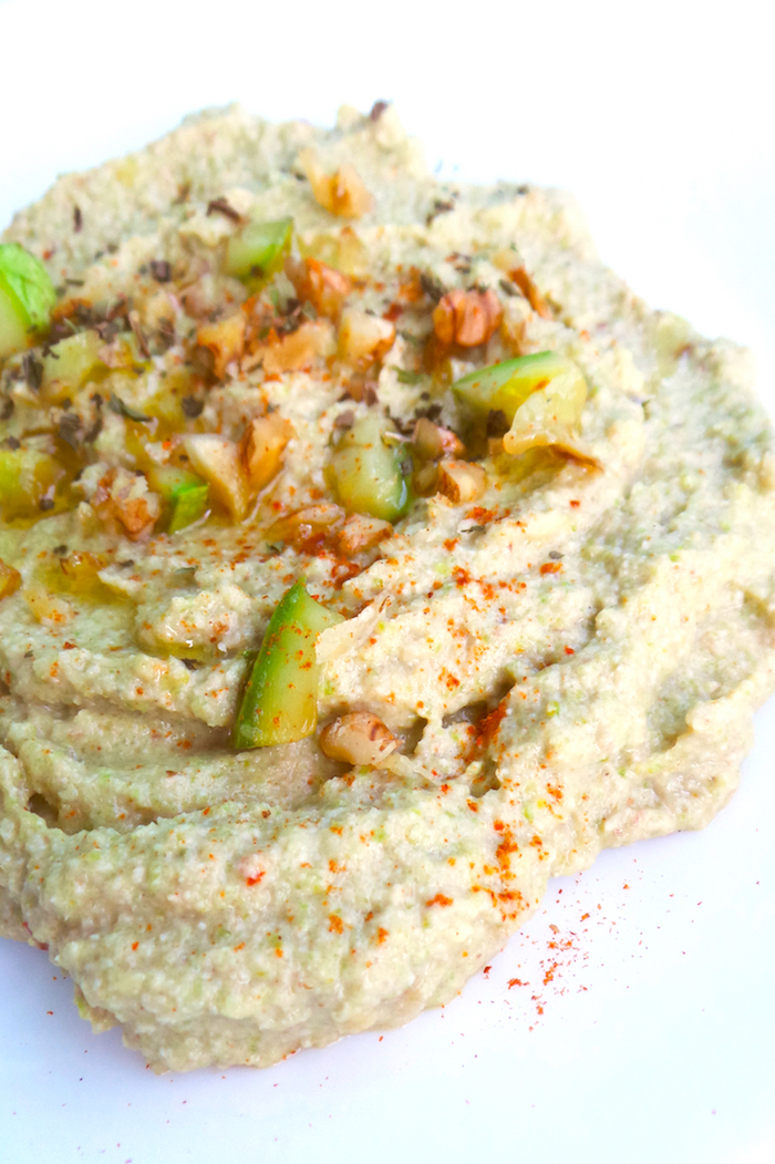 Easy low-carb vegan hummus recipe with zucchini and walnuts! A simple and tasty healthy side dish recipe that will make your dinner so much better! Use as a side dish, snack, in Buddha bowls or wraps! | www.beautybites.org