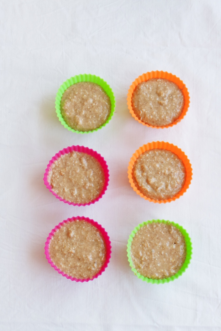 Banana muffins with oats - a healthy breakfast idea you can meal prep this week! These will be enough for three days | www.beautybites.org
