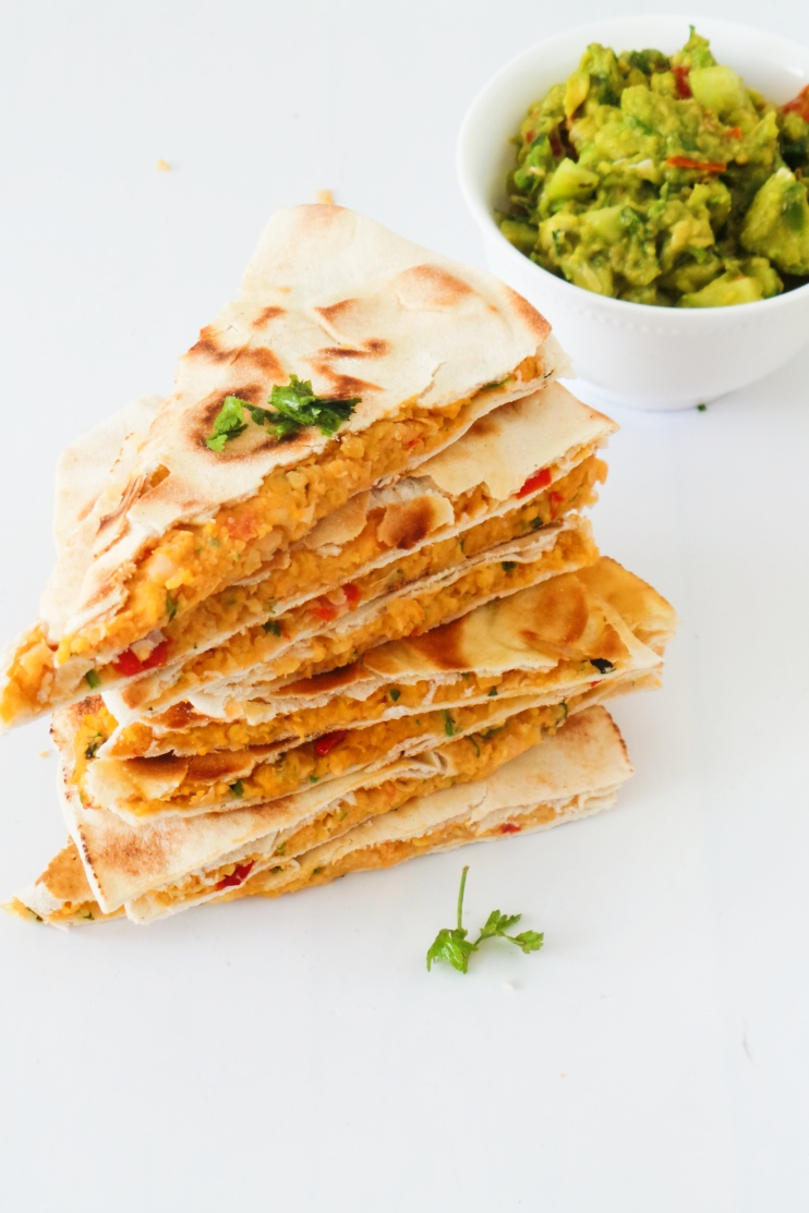 Vegan Quesadilla with chickpeas - easy healthy lunch or dinner that is ready in less than 20 minutes!