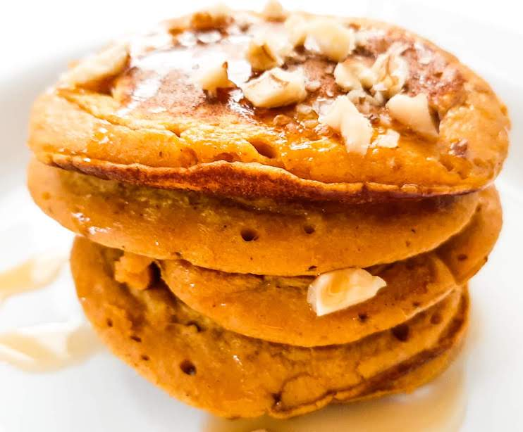Healthy Pumpkin Oatmeal Pancakes! This healthy pumpkin recipe is great for breakfast or for dessert and is really easy to make! Top with honey, nuts or use your favorite toppings.