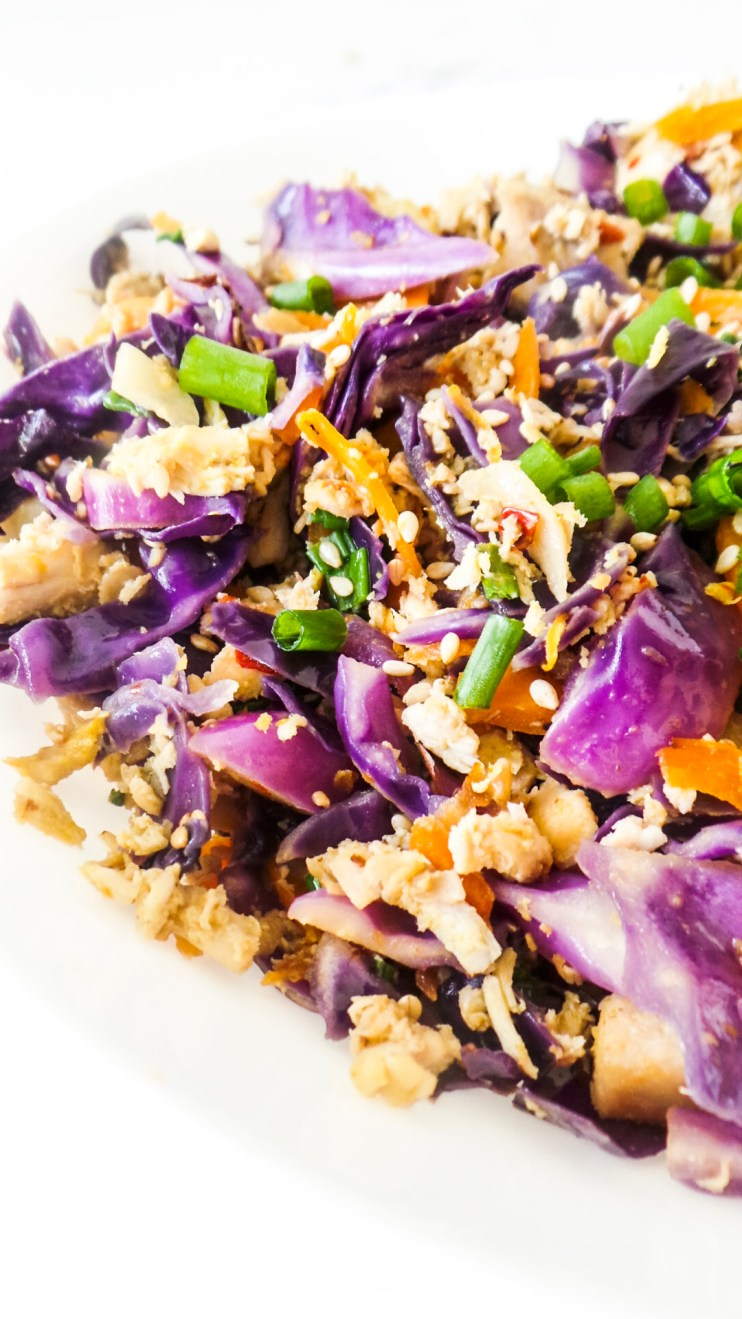 15-Minute egg roll in a bowl with chicken! This easy and healthy egg roll recipe is perfect for a weeknight dinner. It's gluten-free, low carb and easy to make paleo! #dinner #healthy #recipe