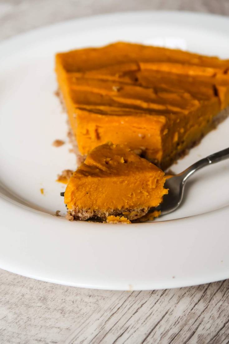 Paleo vegan butternut squash pie - healthy and easy vegan pumpkin pie recipe, well with butternut squash, but you can also use pumpkin puree. This paleo vegan dessert recipe is perfect for dessert, but also good for breakfast as it's not overly sweet and actually healthy.