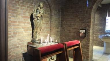 Mariabeeld Dominicuskerk