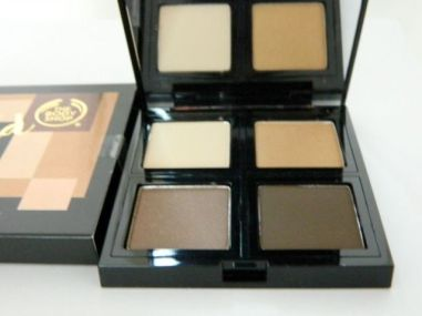 Gold eyeshadow-the-body-shop