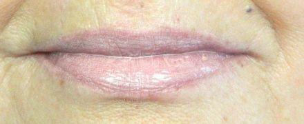 iva natura lipstick op lippen