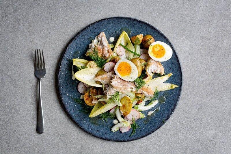 Gerookte makreelsalade met dille-krieltjes en citroensaus