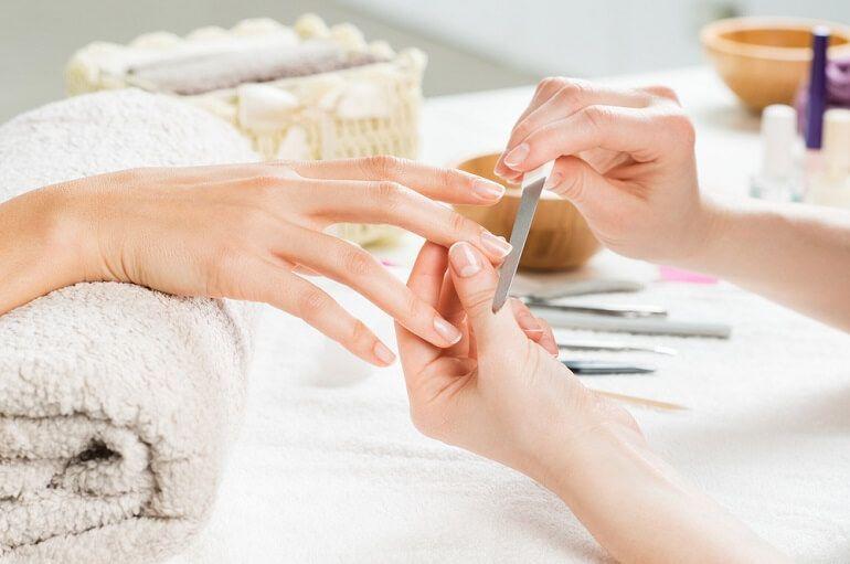 De juiste manier om thuis je nagels te verzorgen 11 nagels verzorgen De juiste manier om thuis je nagels te verzorgen