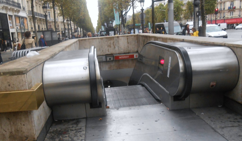 I'm jealous, they have escalators to go to and from the underground in Paris. We have to schlep up 1-3 flights of stairs where I come from. -.-