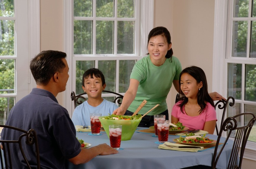 importance of table talk with family eating at the table together
