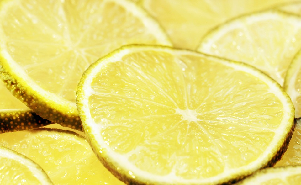 simple tricks scents to perk you up--scents lemon