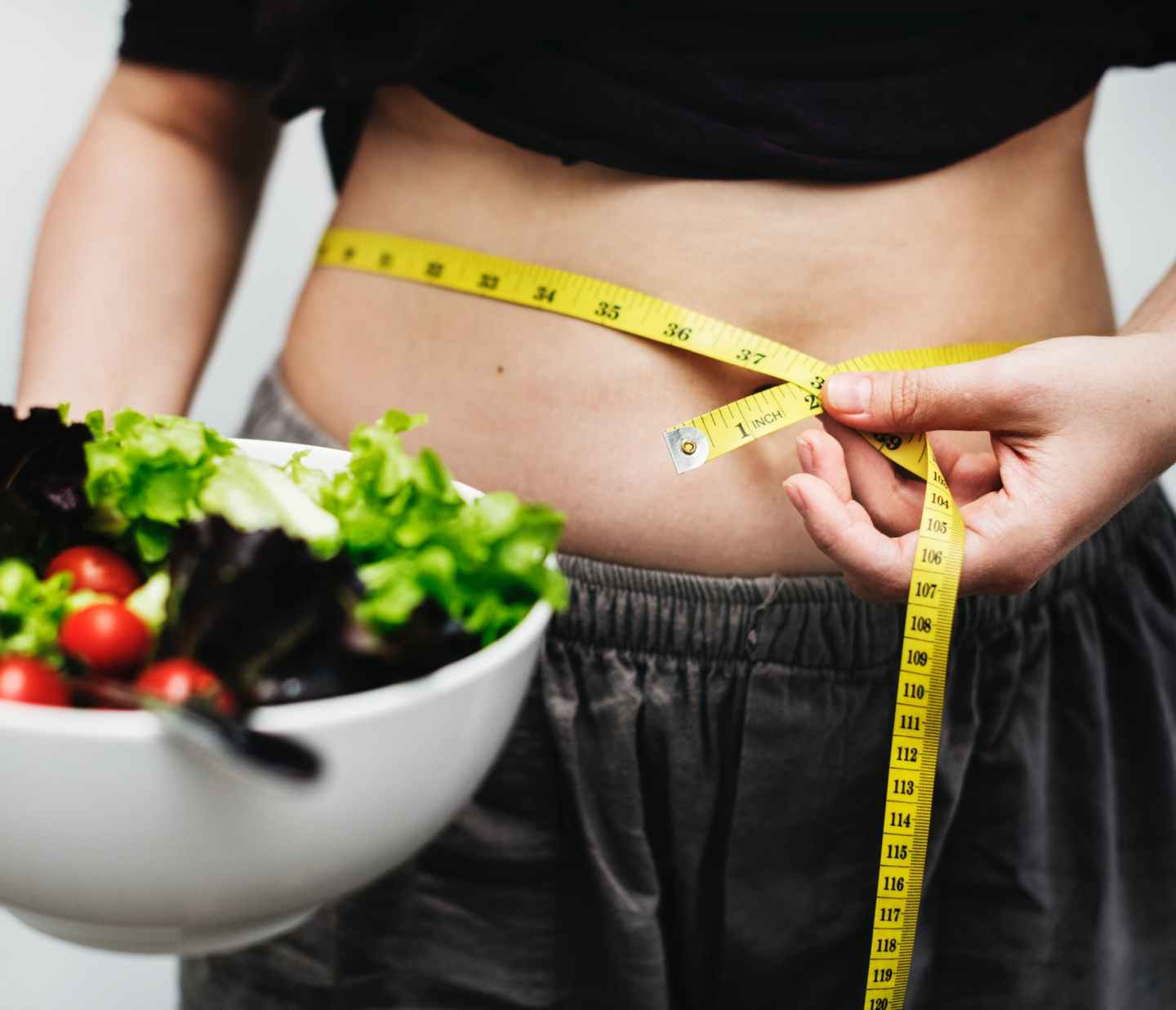 How to Make That Resolution to Lose Weight Reality!woman measuring her waist dieting