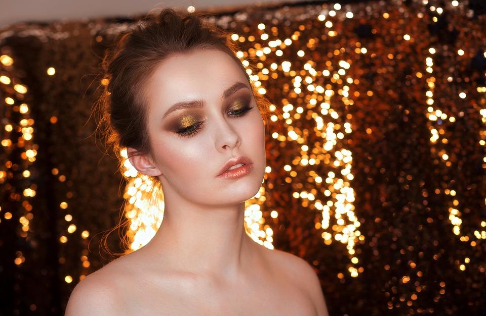 How to Work Magic With Smoky Metallic Eye Shadows  Woman With Metallic Eye Shadow