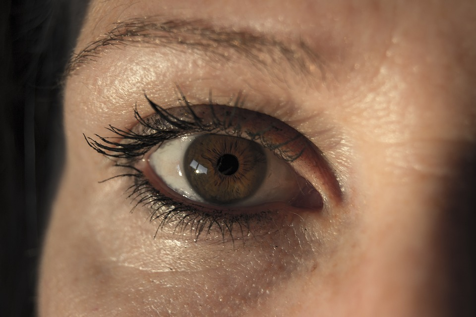 These Natural Fixes for Puffy Eyes Can Help