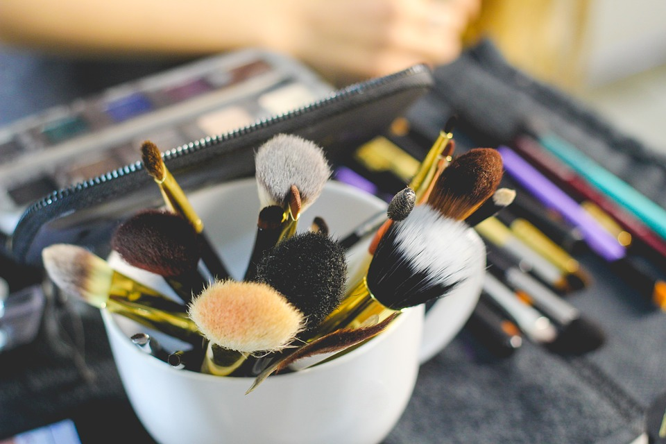 Makeup Brushes With Different Bristles