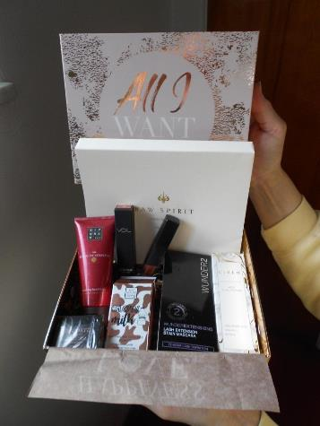 Glossybox Holiday Limited Edition 2018 All I Want Box small