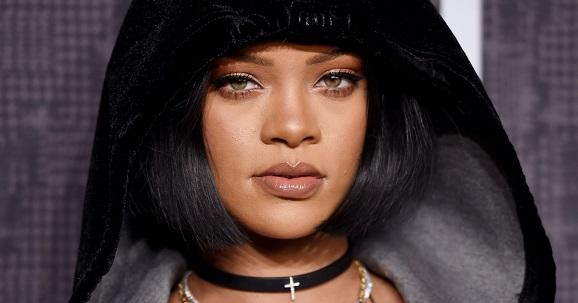 Rihanna batom nude amarronzado