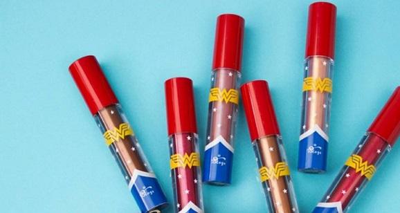 Batons Metal Power efeito vinílico Coleção Wonder Woman by T. Blogs