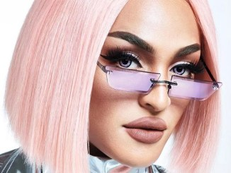 <p>Pabllo Vittar acaba de lançar uma coleção de óculos de sol em parceria com a Chilli Beans, são modelos super estilosos, exclusivos, e tendência. Saiba Mais!</p>