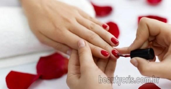 A moda do esmalte vermelho