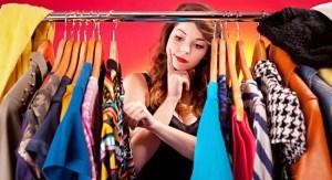 <p>Andar na moda é uma questão de bom gosto, estilo e saber compor as peças certas para valorizar o seu look. Veja as nossas dicas de como ficar na moda gastando pouco!</p>