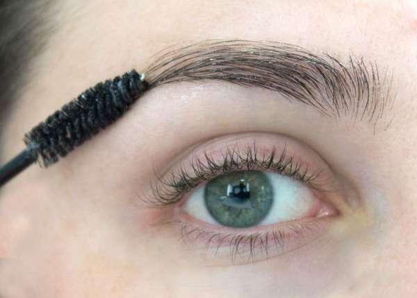 Como usar óleo de rícino nas sobrancelhas