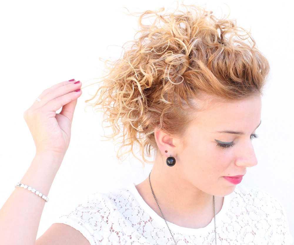 coiffure cheveux courts bouclés