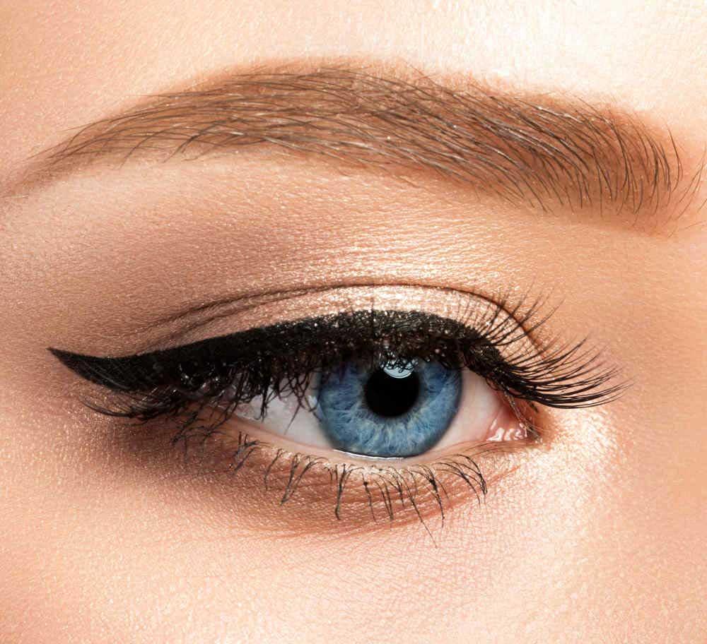 Eyeliner nero intensifica lo sguardo
