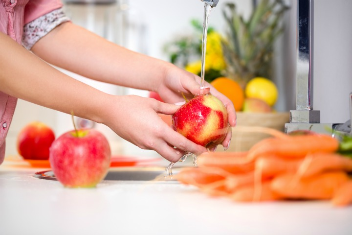 How to wash fruits at home