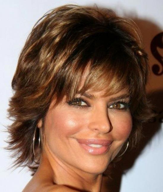 Lisa Rinna Sassy Bob Haircuts for Round Faces