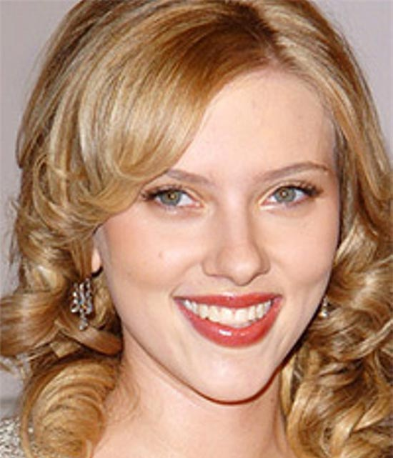 Scarlett Johansson Medium Curly Hairstyles