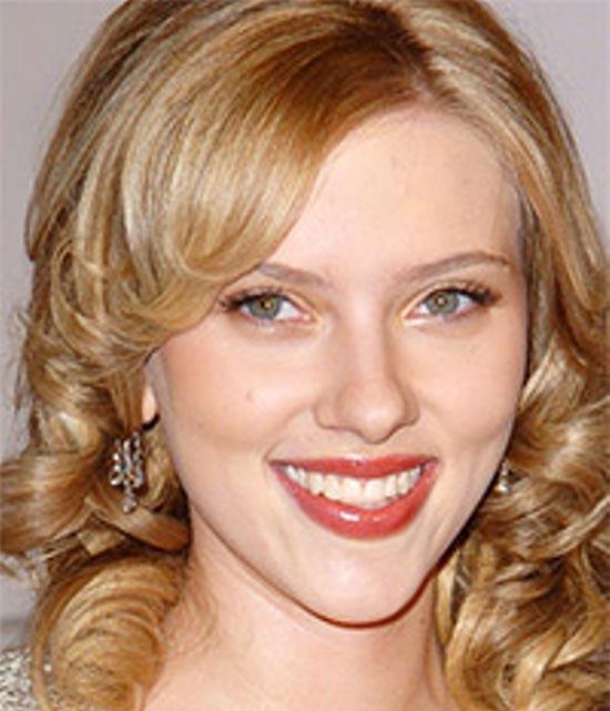 Scarlett Johansson Medium Curly Hairstyles