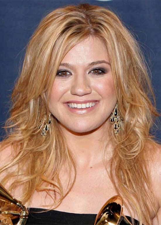 Kelly Clarkson Long Wavy hairstyle