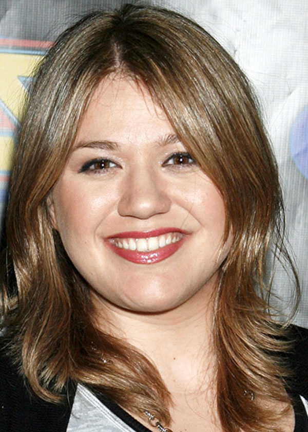 Kelly Clarkson Medium Layered Hairstyles