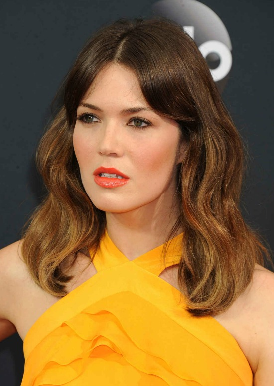 Mandy Moore Shoulder Length Wavy Hairstyle