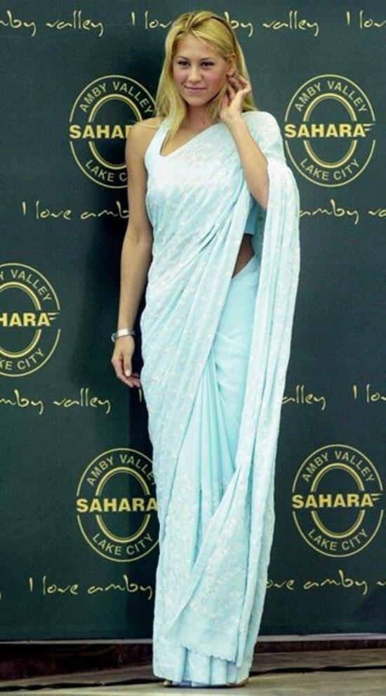Anna Kournikova wearing light blue saree