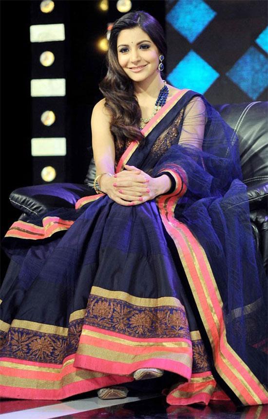 Anushka-Sharma-In-Blue-Net-Saree