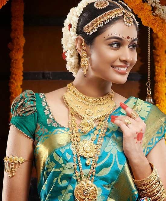 Short-hands-blouse-design-(puffy-sleeves)-for-pattu-saris