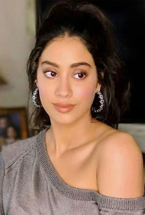 Janhvi Kapoor Incredible Look