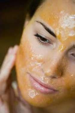 Raw manuka honey acne mask
