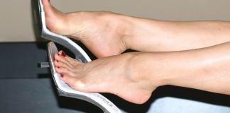 What causes burning legs