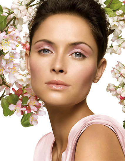 https://i1.wp.com/www.beautyme.com/cosmetics/2008/clinique12-2008b.jpg