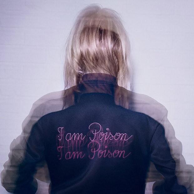 Poison girl di Dior ha come testimonial la bellissima modello Camilla Rowe