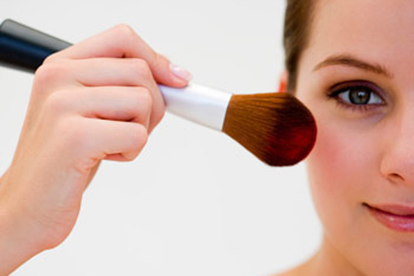 Makeup to conceal acne scars