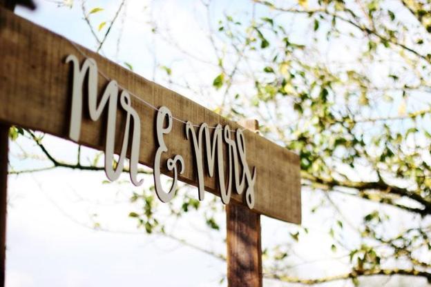 Mr. & Mrs sign board, wedding ideas